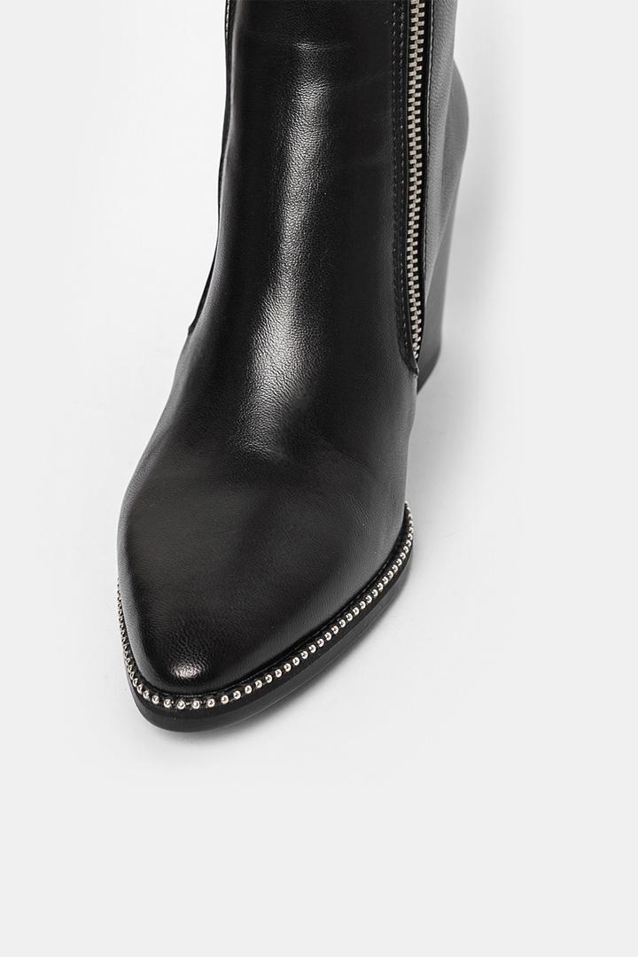 Как хранить обувь в межсезонье?